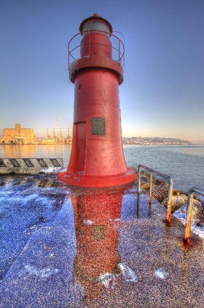 La Spezia, faro all'ingresso del Porto